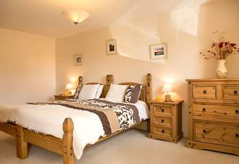 The en suite ground floor bedroom (bedroom 1) has 'zip and link' beds so can be either a double bed or two twin beds.