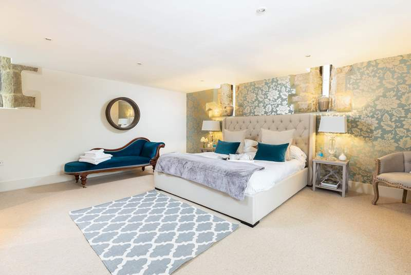 The spacious master bedroom has a comfy 6ft super-king double bed and an en suite shower-room.