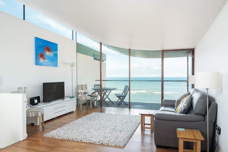 Welcome to Seashells. The living-area has a balcony with amazing sea views.