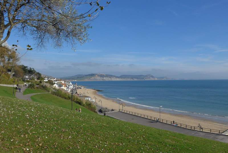 The gorgeous Lyme Regis bay. An easy drive from The Pump House.