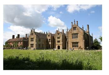 There are many historical houses to visit nearby, such as Montacute House.