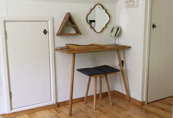 This cleverly designed dressing table with storage and a make-up mirror is a great addition to the bedroom