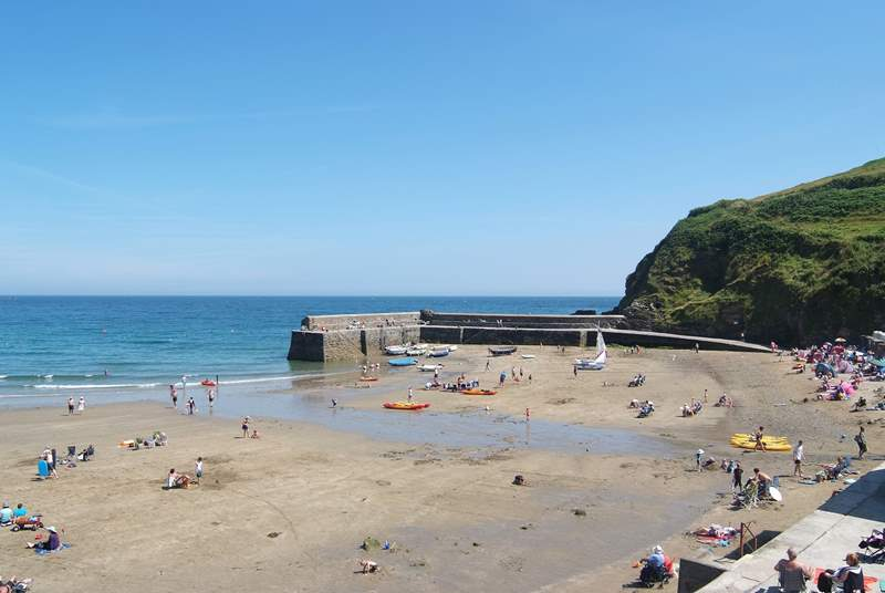 The coastal footpath passes the beach and continues along the cliff edge - spectacular views guaranteed!