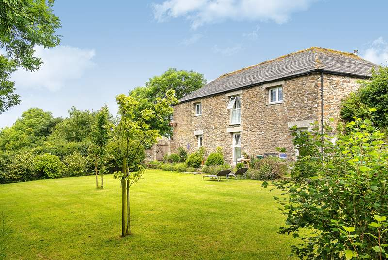 Trewane Barn is a gorgeous south-facing barn conversion.