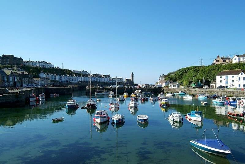 Porthleven is a fabulous place to visit, and is only a short drive away. Here, you have numerous fabulous restuarants to choose from.