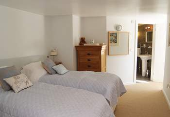 The twin bedroom also has an en suite shower-room.
