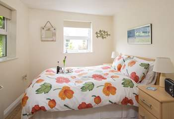 The double bedroom is light and airy and has a DAB radio/alarm in case you want to rise early for a coastal walk.