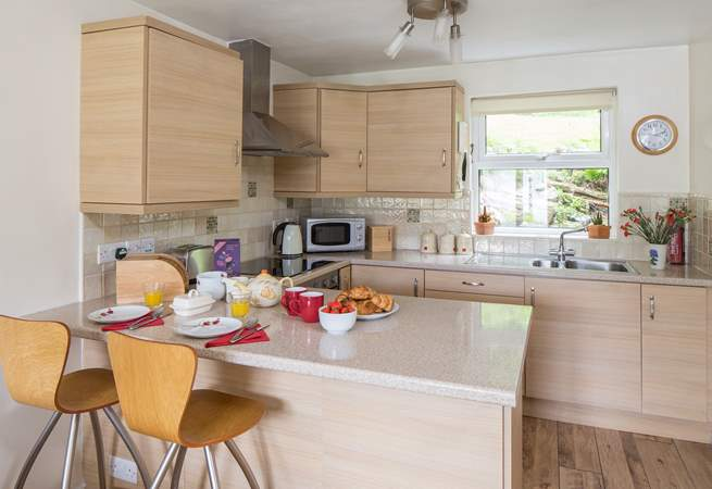 The kitchen is really well-equipped and has all that you need for a very comfortable stay.