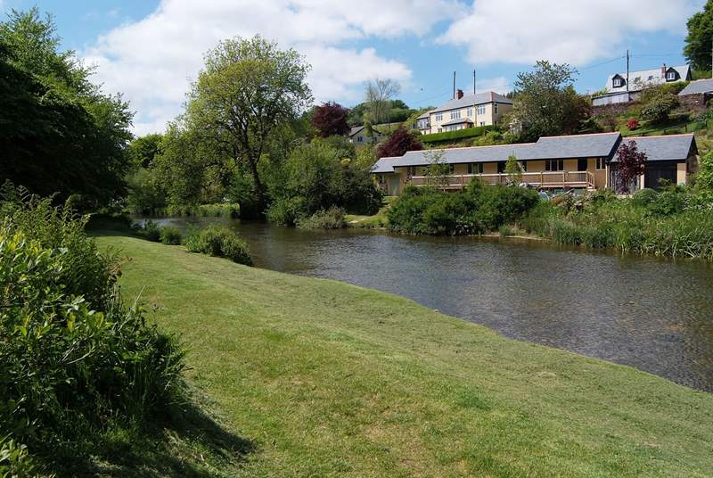 The riverside picnic-area is a short stroll from the cottage.