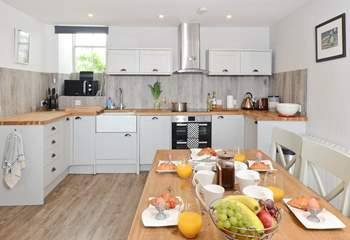 The gorgeous kitchen and dining-area.