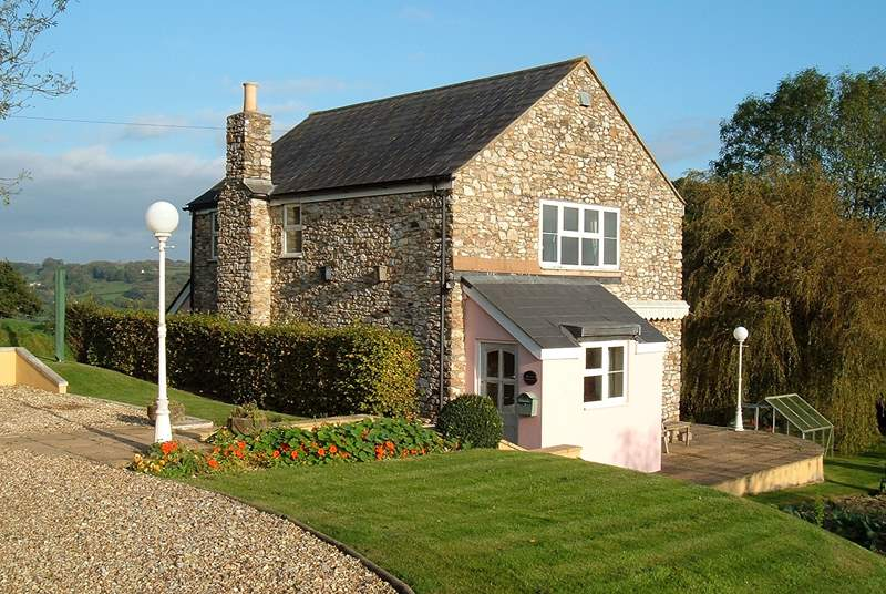 This lovely detached house is in a wonderful position surrounded by the beautiful countryside of the Yarcombe Valley