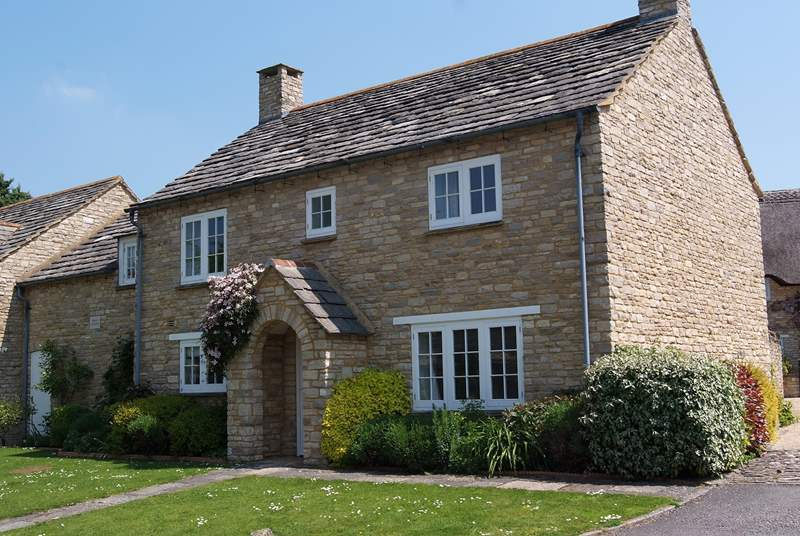 2 Penny's Cottages is a beautiful double-fronted stone cottage built in a traditional style.