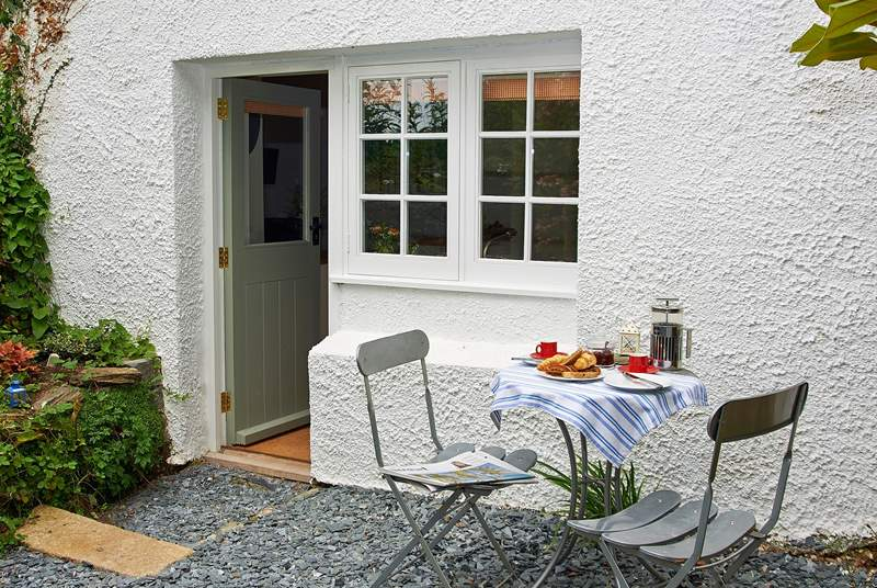 The little private garden to the rear of the cottage.