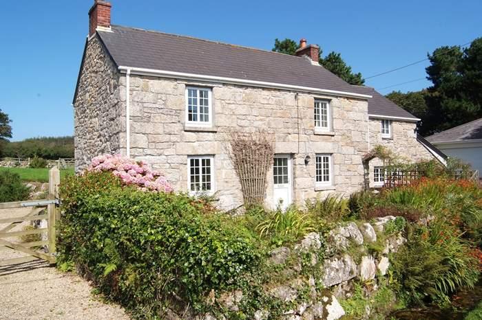 Cottages near Lanyon Quoit