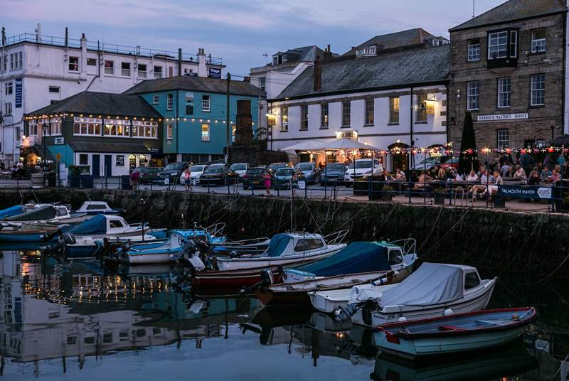 Customs House Quay, Falmouth is surrounded by pubs and restaurants.