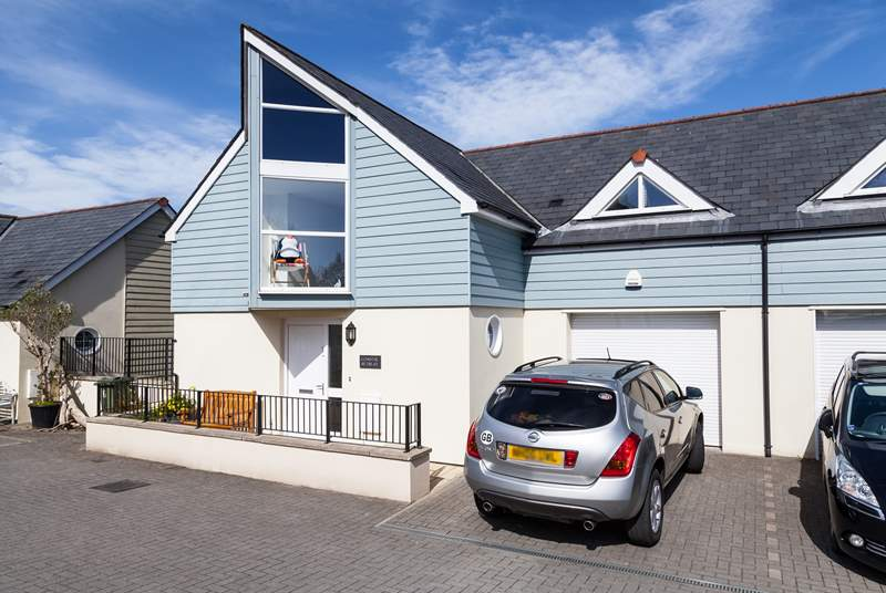 Coastal Retreat is a lovely split-level, contemporary house at Swanpool in Falmouth.