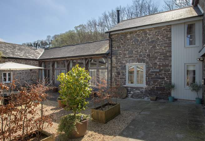 The Watermill is a beautifully converted property in a sheltered courtyard setting  as well as having  a separate barbecue-area overlooking open fields.