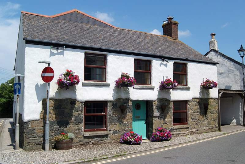 Listed on the Mullion Heritage Trail and its records dating back to 1783, Forget-me-not Cottage is set in the heart of the village.
