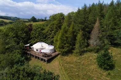 Poppy Yurt. Sleeps 5, 6.2 miles W of Dartmouth