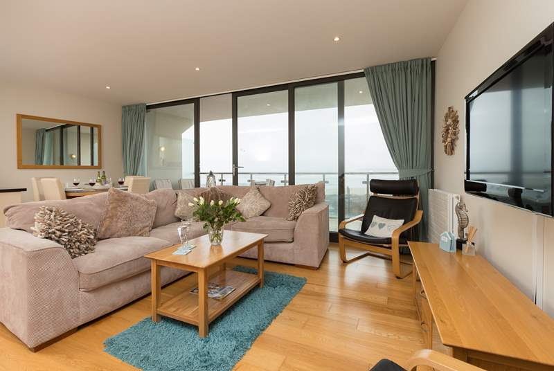 This lovely apartment has a large open plan living/dining/kitchen-area with a full width, sea facing balcony.
