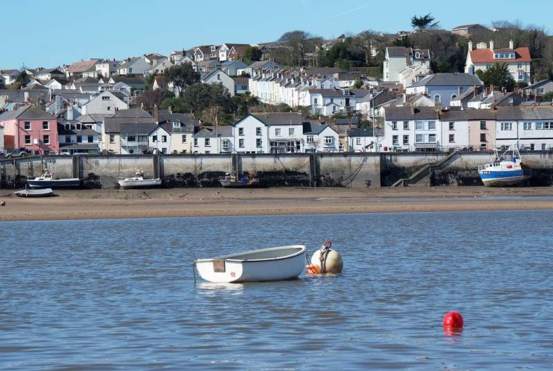 This is the lovely setting for Tydemans Cottage - at the heart of the historic fishing village of Appledore.