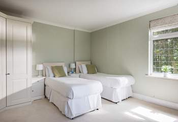 Bedroom 2 can also be made up as a 5' double or two single beds (2'6).
