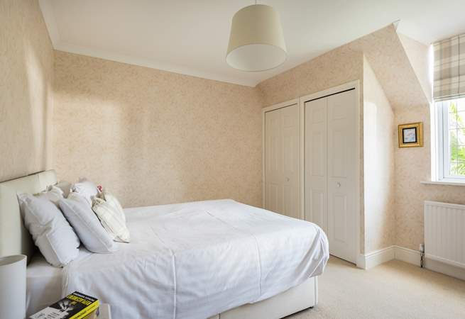 Bedroom 4 can be made up as a 5' double bed or two single beds (2'6).