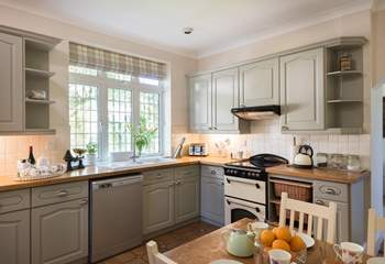The kitchen is very well-equipped and there is space for the little ones to enjoy breakfast.