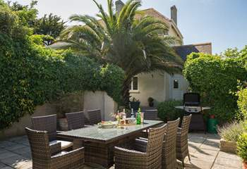 The outside space includes a large sheltered patio-area with barbecue for al fresco dining and with the gardens surrounding the house, there is space for everyone.
