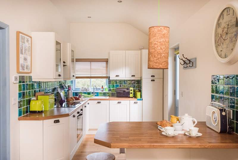 The fully equipped kitchen-area.
