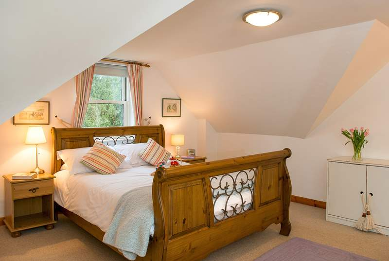 The double bedroom is very spacious with a lovely super-king double bed (6') - very nice!