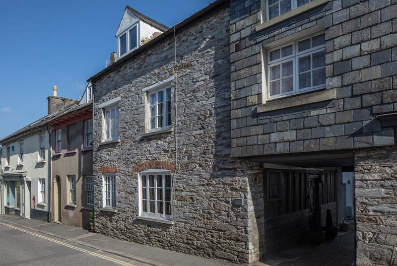 Atlas Cottage is such a beautiful stone cottage in the heart of the charming town of Buckfastleigh.