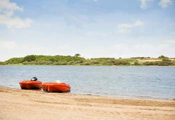 If you like to get onto the water or simply sit and watch, nearby Stithians Lake is only a short drive a way.