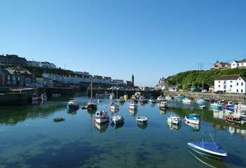 Porthlevens' picturesque harbour is only a few minutes drive away, alternatively you can walk or cycle through the nearby Penrose Estate.