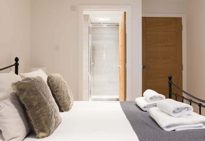 The door from the master bedroom, leading into the en suite.