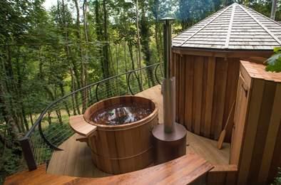 Owl Cedar Yurt. Sleeps 5, 2.4 miles NW of Dartmouth