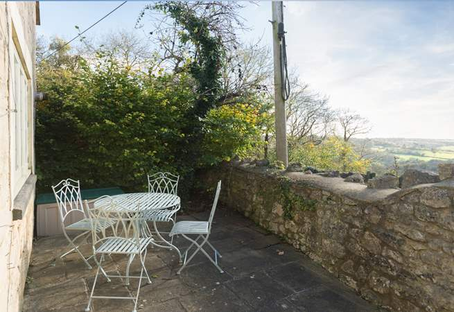 The cottage is in a very pretty hamlet at the top of a lovely valley, just two miles from Bath. There is a pub within walking distance in Monkton Combe - just down the hill.