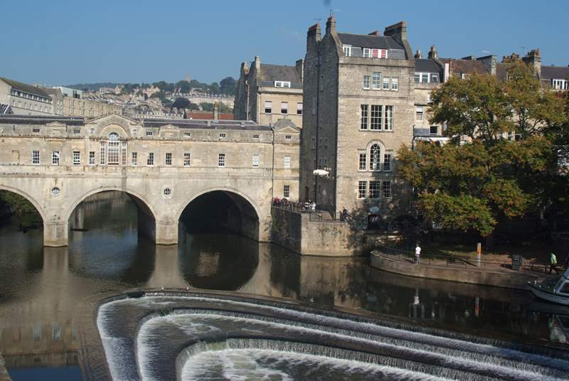 Kingham Cottage is just two miles from the centre of the fabulous historic city of Bath.