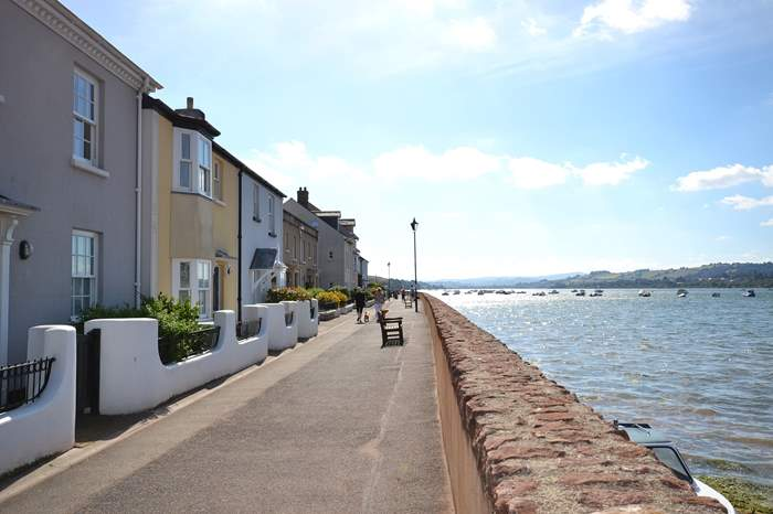 Cottages near Shaldon Beach