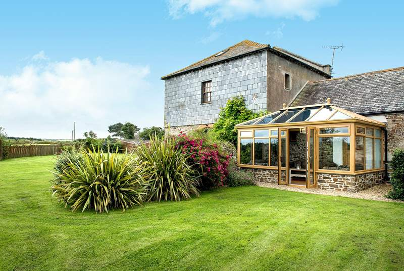 The Granary is a traditional Cornish farmhouse surrounded with a large enclosed garden.