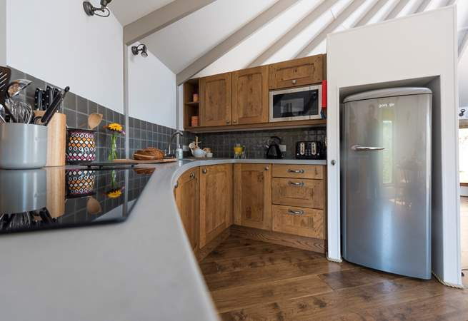 The kitchen-area is fully fitted including a dishwasher!