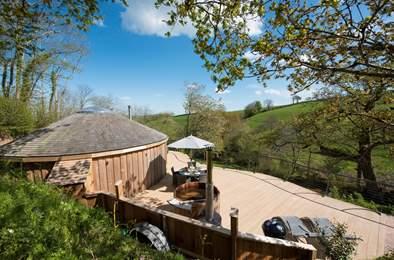 Woodpecker Cedar Yurt. Sleeps 5, 2.2 miles NW of Dartmouth