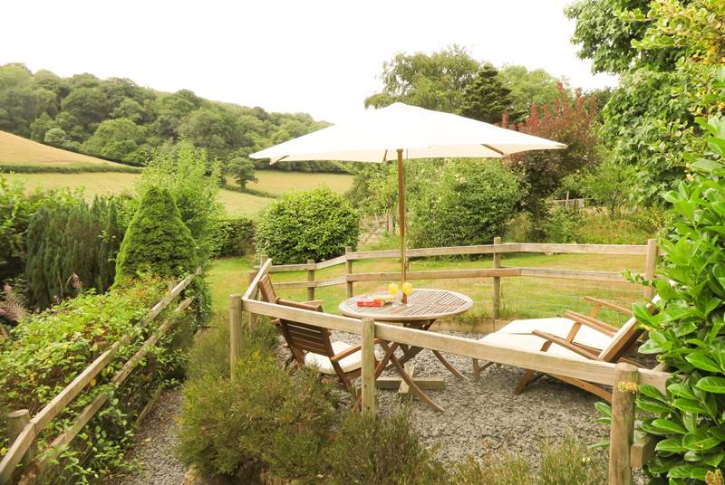 The cottage has a pretty garden to the rear, with fantastic countryside views across the valley. This is a great place to stay whatever the time of year.