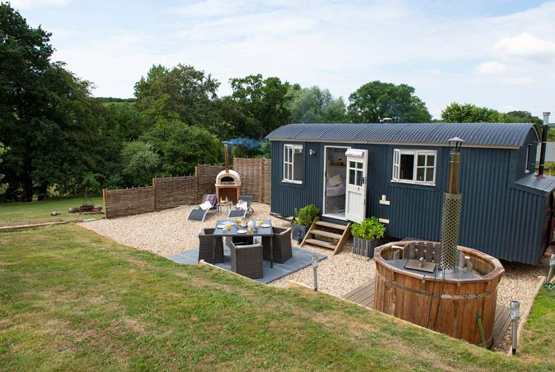 Otter's Holt with its wood-fired hot tub, pizza oven and patio-area with fabulous countryside views.