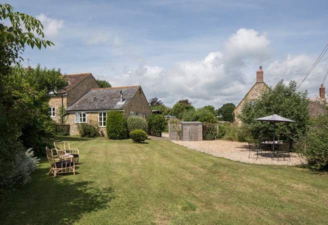 Badgers Cottage is all on one level attached to Barn Owls Cottage with a pretty enclosed garden on one side and the farmyard on the other.