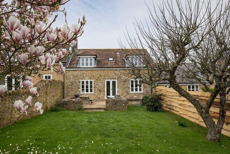 Barn Owls Cottage is converted from an 18th Century stone barn and has a fully enclosed mature garden, with a beautifully crafted fence separating the two cottages, giving privacy to both.
