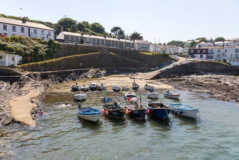 The village of Portscatho is a short walk from Porthcurnick Lodge.