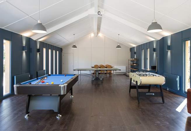 Entertainment for the whole family can be found in this well-equipped games-room on a gloomy day, perfect.