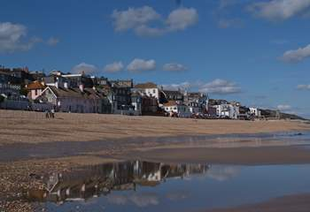 Lyme Regis is a very short drive from the cottage with its historic Cobb, harbour, fossil shops and delicious places to eat.