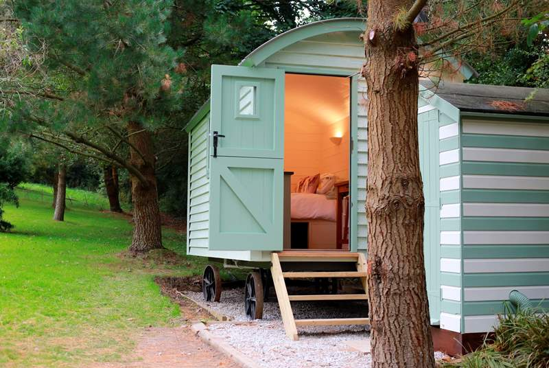 Jasmine's cosy interior is very welcoming and just a few steps away to the spacious shower cabin.